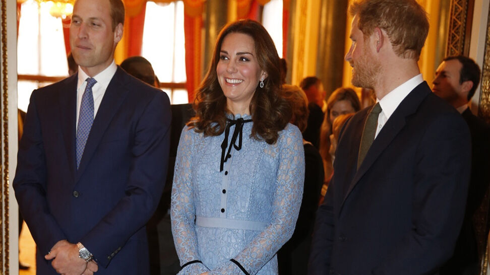 Księżna Kate z ciążowym brzuszkiem. Pierwsze publiczne wyjście