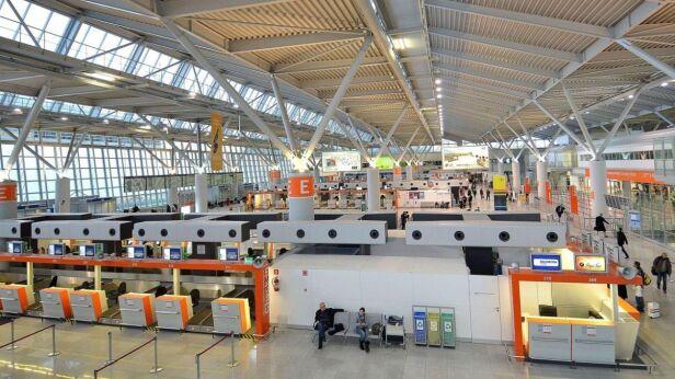 Lotnisko Chopina Adrian Grycuk/CC BY-SA 3.0 pl