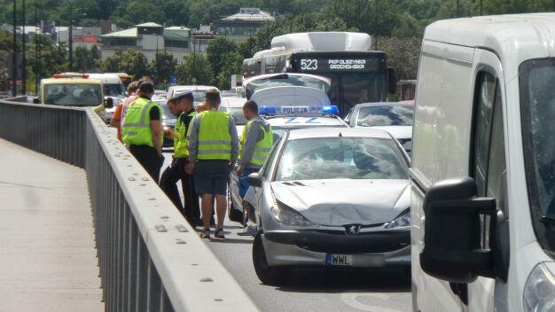 Kolizja na moście Łazienkowskim, zablokowali jeden pas