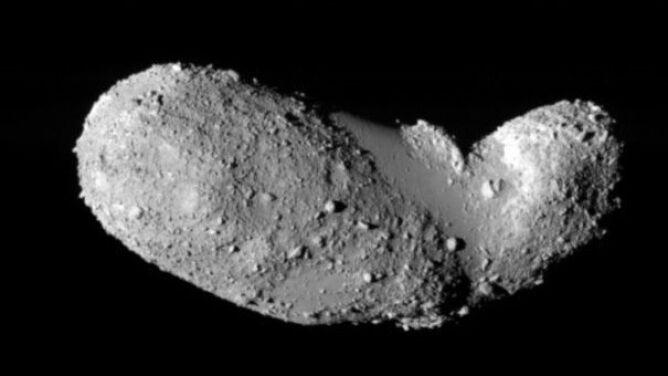 Naukowcy znaleźli wodę i materię organiczną na asteroidzie Itokawa