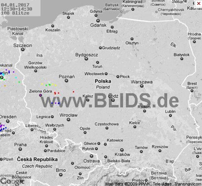 Wyładowania atmosferyczne w Polsce (czerwone punkty)